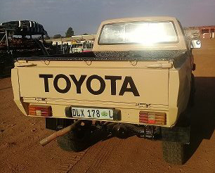 TOYOTA HILUX YN 4X4 PICK-UP full